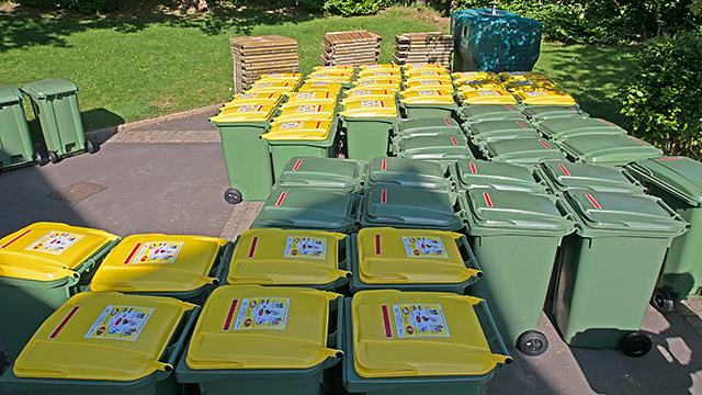 Juin 2012 - La Forest-Landerneau : poubelles vertes et poubelles jaunes